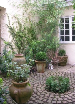 Stunning Front Yard Courtyard Landscaping Ideas 27
