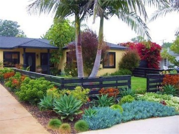 Stunning Front Yard Courtyard Landscaping Ideas 31