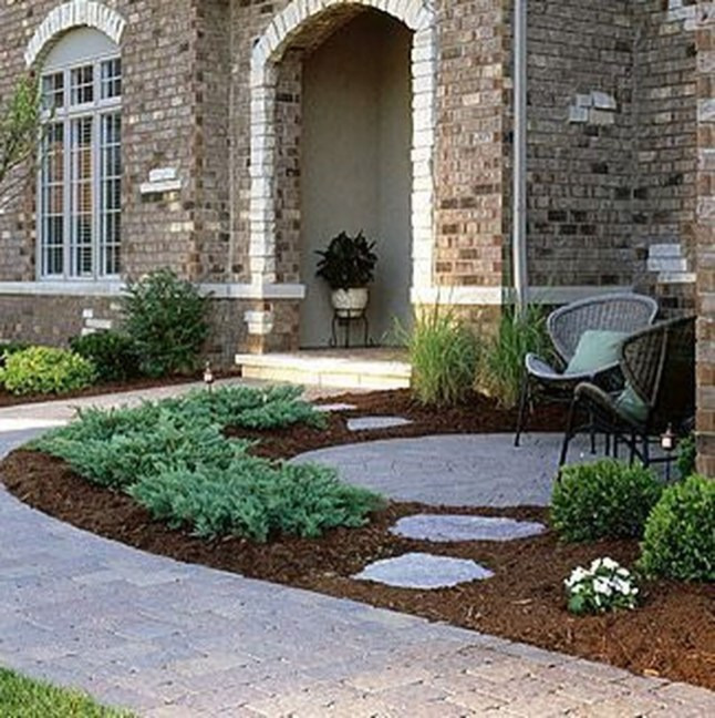 Stunning Front Yard Courtyard Landscaping Ideas 44