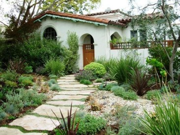 Stunning Front Yard Courtyard Landscaping Ideas 55