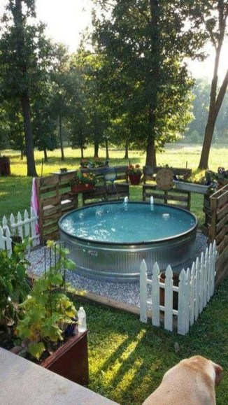 Amazing Natural Small Pools Design Ideas For Backyard 28