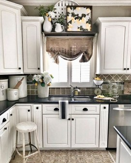 Attractive Kitchen Decorating Ideas With Farmhouse Style 26