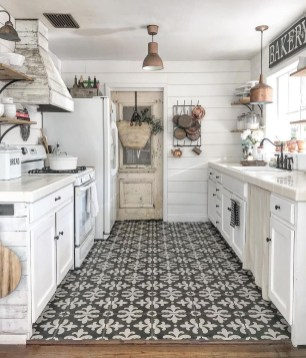 Attractive Kitchen Decorating Ideas With Farmhouse Style 34