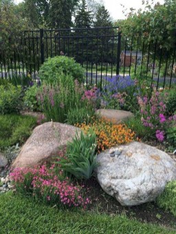 Fantastic Front Yard Rock Garden Ideas 33