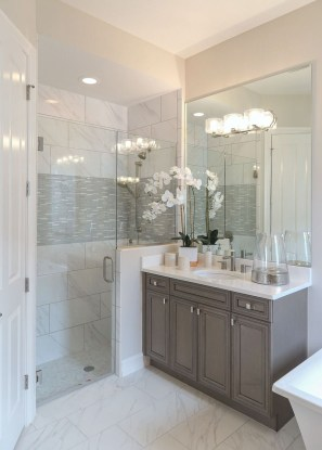 Gorgeous Small Bathroom Remodel Ideas On A Budget 45