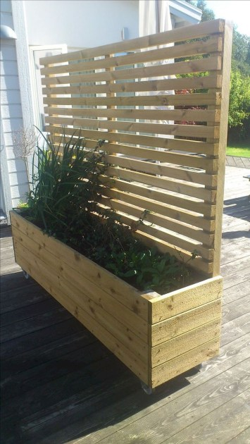 Charming Privacy Fence Ideas For Gardens 19