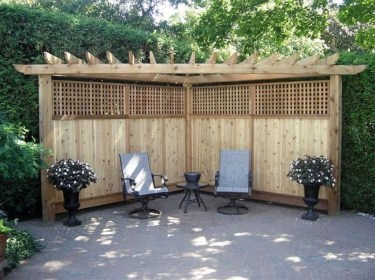 Charming Privacy Fence Ideas For Gardens 21