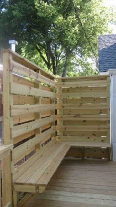 Charming Privacy Fence Ideas For Gardens 28