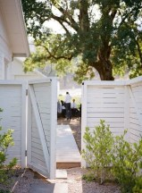 Charming Privacy Fence Ideas For Gardens 34
