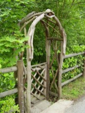 Cool Garden Fence Decoration Ideas To Try This Year 46