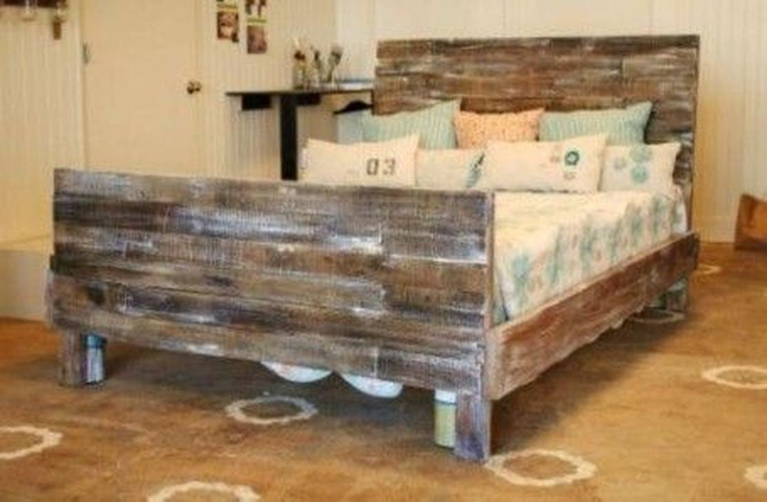 Fancy Diy Ideas To Make Bed Place From Pallet Project 25