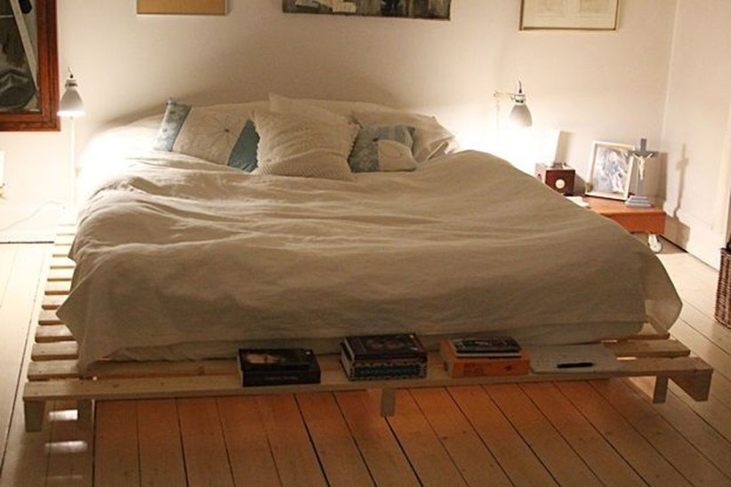 Fancy Diy Ideas To Make Bed Place From Pallet Project 40