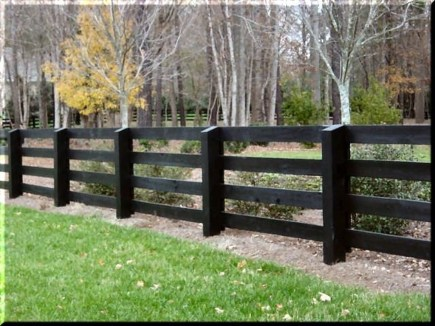 Gorgeous Black Wooden Fence Design Ideas For Frontyards 22