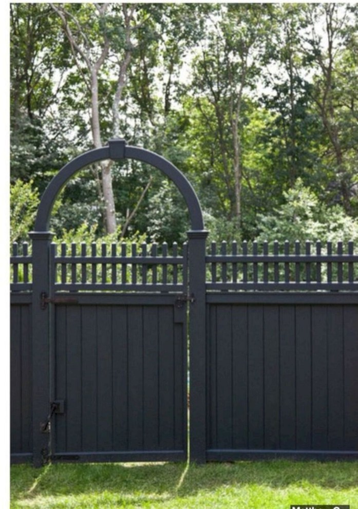Gorgeous Black Wooden Fence Design Ideas For Frontyards 24