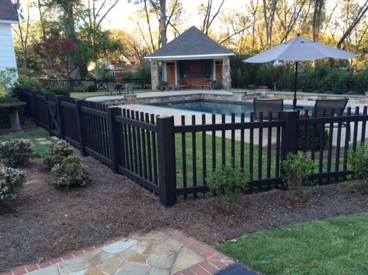 Gorgeous Black Wooden Fence Design Ideas For Frontyards 35