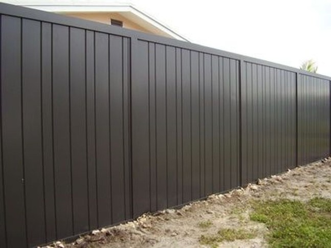 Gorgeous Black Wooden Fence Design Ideas For Frontyards 44