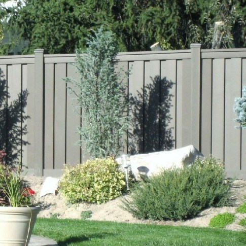 Gorgeous Black Wooden Fence Design Ideas For Frontyards 45