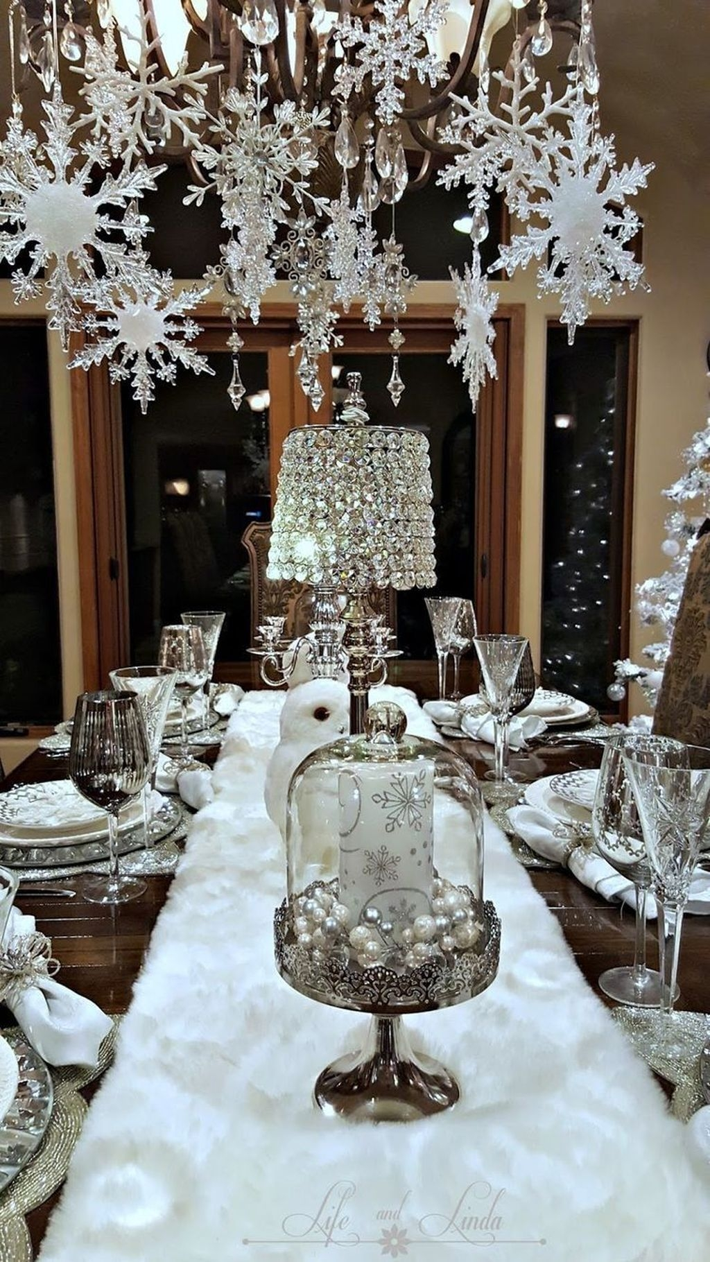 Christmas Table Ideas Silver.20 Hottest Christmas Table Decorating Ideas For You Coodecor