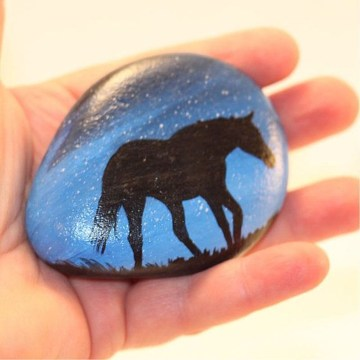 Inspiring Diy Painted Rocks Ideas With Animals Horse For Summer 04
