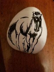 Inspiring Diy Painted Rocks Ideas With Animals Horse For Summer 26