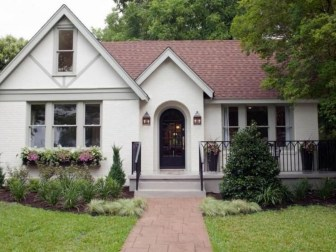 Astonishing Exterior Paint Colors Ideas For House With Brown Roof 13