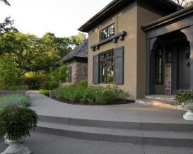 Astonishing Exterior Paint Colors Ideas For House With Brown Roof 20