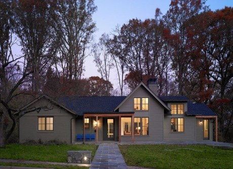 Astonishing Exterior Paint Colors Ideas For House With Brown Roof 35