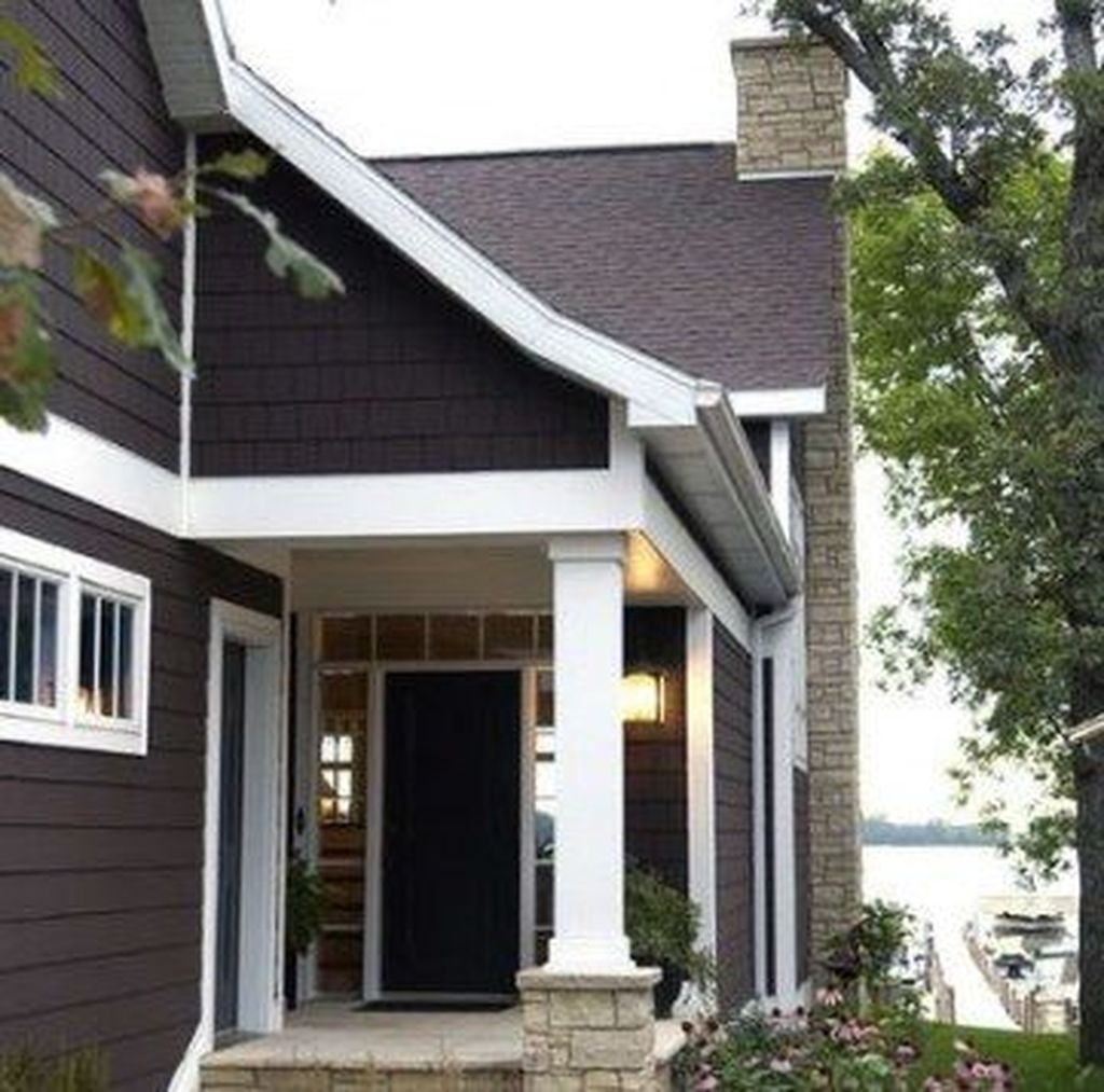 Astonishing Exterior Paint Colors Ideas For House With Brown Roof 37