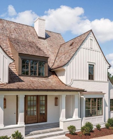 Astonishing Exterior Paint Colors Ideas For House With Brown Roof 42