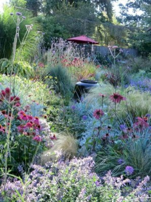 Attractive Border Garden Ideas To Your Landscaping Edging 08