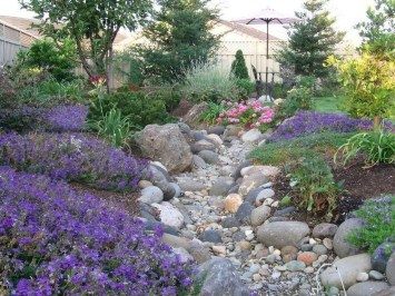 Attractive Border Garden Ideas To Your Landscaping Edging 20