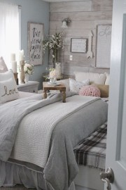 Classy Farmhouse Bedroom Ideas To Try Right Now 22
