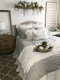 Enchanting Farmhouse Bedroom Ideas For Your House Design 19