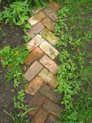 Popular Garden Path And Walkway Ideas To Your Outdoor Space 25