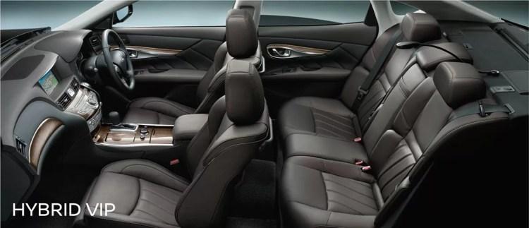 新型(現行)日産フーガの後部座席・ラゲッジ評価まとめ 後部座席の乗り心地は?