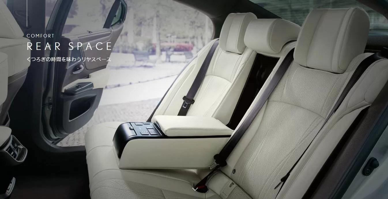 新型レクサスES後部座席画像