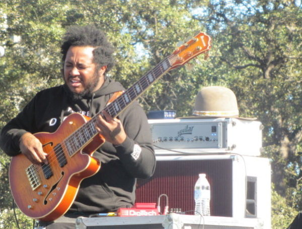 Thundercat on a solo. Look out!