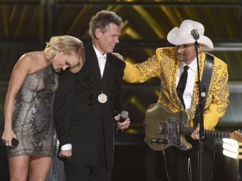 636137576907490661-ap-50th-annual-cma-awards-show