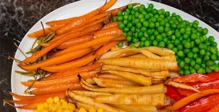 piatto carote piselli verdure bollite