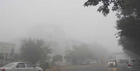 smog città macchine strada poca visibilità