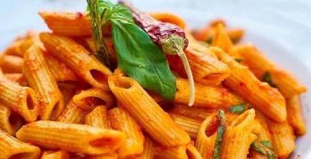 piatto pasta maccheroni pomodoro