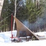 女雪中ソロキャンプ 雪中トマトチキンカレー