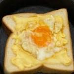 スキレットで作るチーズエッグトースト[キャンプ朝食]