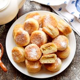 Пирожки минутки с бананом из творожного теста - рецепт с фото