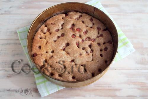 Шоколадный пирог с вишней и безе «Черный лес» - Пошаговый ...