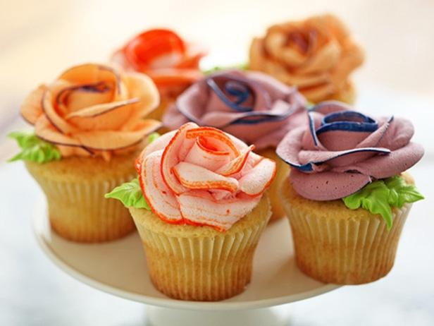 Cupcakes With Piped Flowers : Recipes : Cooking Channel
