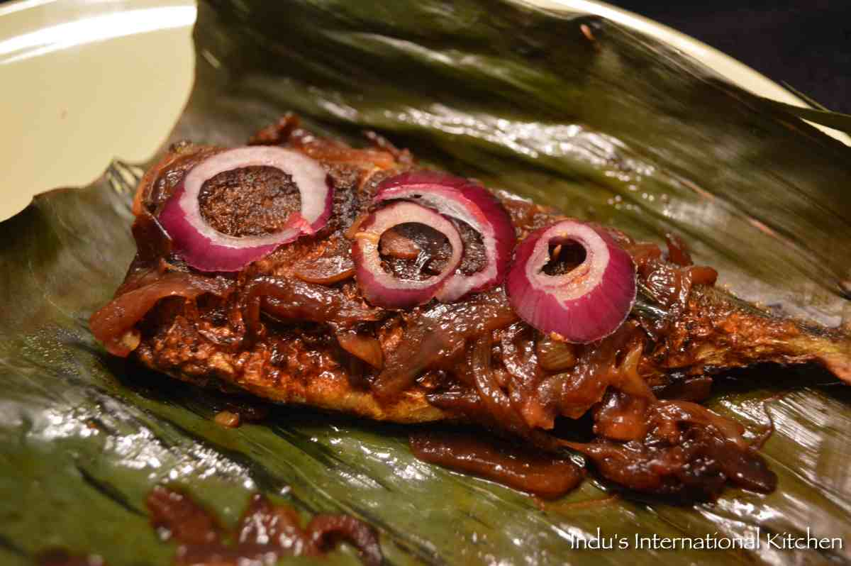 Spicy Baked Fish in banana leaves (Meen Pollichathu)