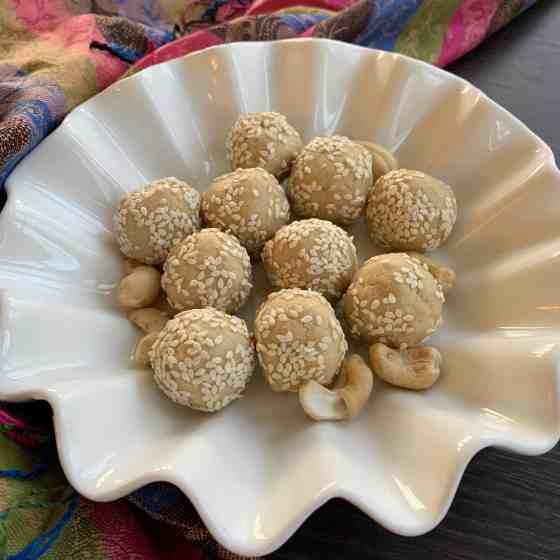 Sesame Cashew balls (Paleo, Vegan)