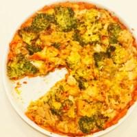 Tarta z mąki z ciecierzycy z indykiem i warzywami