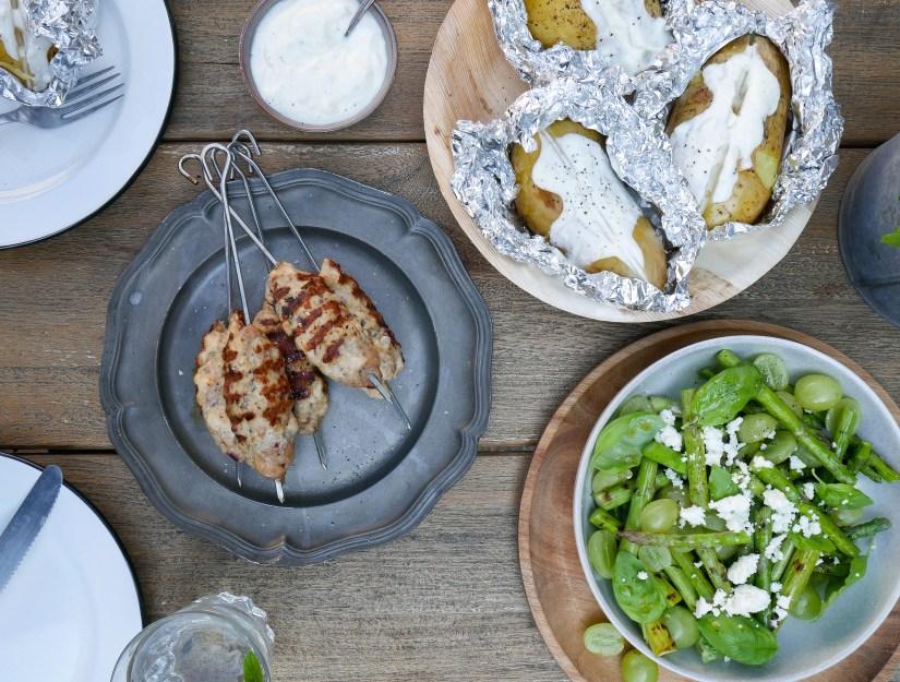 BBQ kip spiesen met gepofte aardappel en  groene asperge salade || cooked by Renske